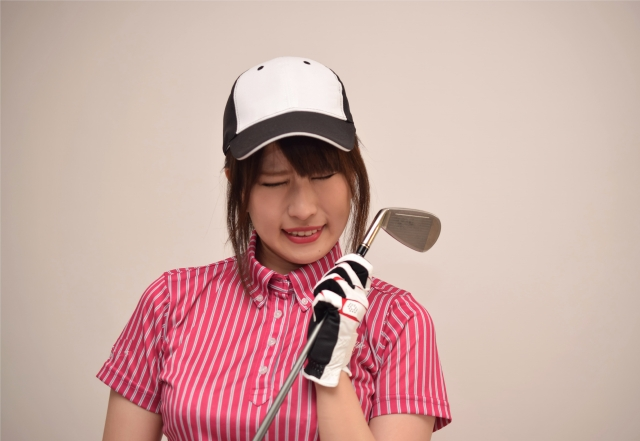 543625b656c37 ゴルフウェアに、守るべきマナーがあることは周知の事実。しかし、男性向けの記事はよく目にするのに、女性にふさわしい格好がどんなものなのか、詳しい情報って  ...